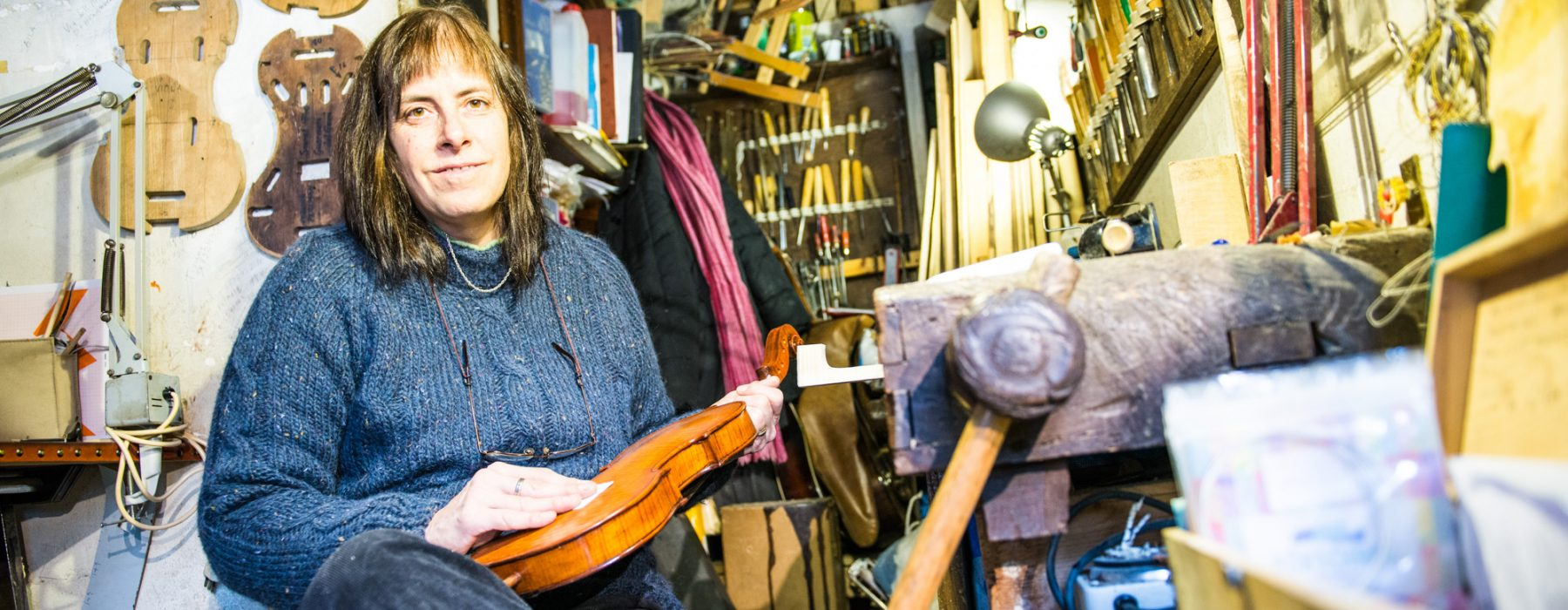 Luthier Lazzara: violin maker in a tiny and unique lutherie shop
